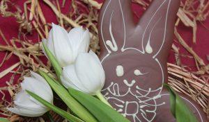 Individuelle Ostergeschenke selber machen - Osterhasen und Ostereier aus Schokolade